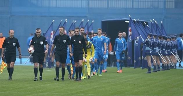 Dinamovi igrači izašli na travnjak