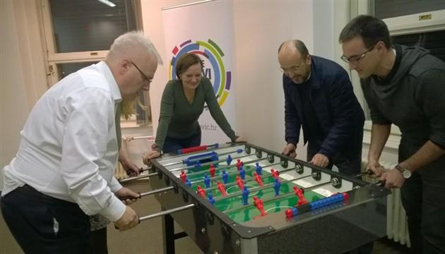 Ivo Josipović igra stolni nogomet