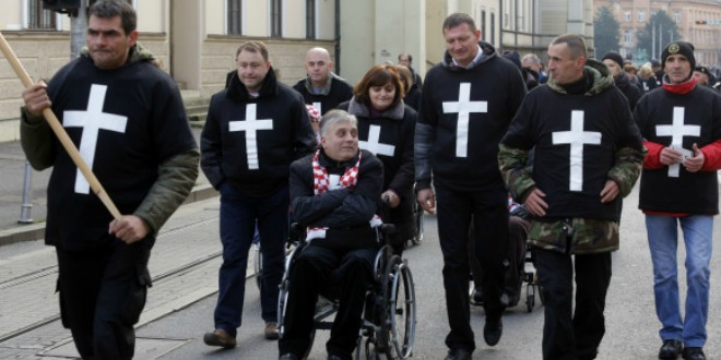 prosvjed, jedan križ...