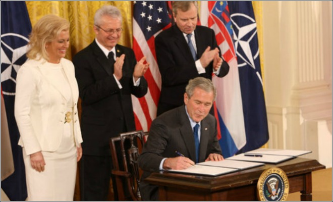Kolinda_Grabar-Kitarovic_and_President_Bush[1]