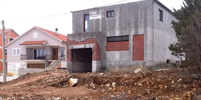Lijevo-kuća-Nikole-Crnca-desno-kuća-predviđena-za-baznu-stanicu