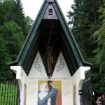 Huda Jama, kapelica