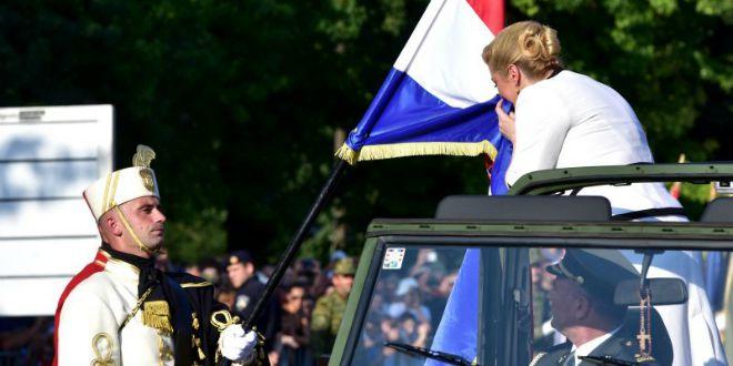 kolinda ljubi zastavu