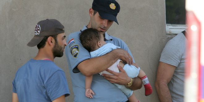 policajac, dijete, migranti