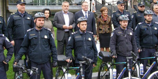 policajci na biciklu