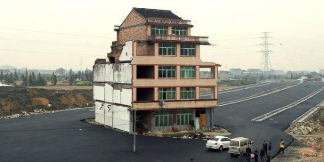kuća na autocesti, kina