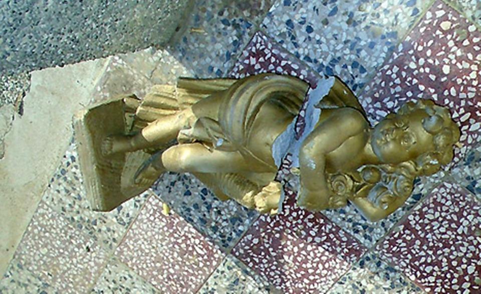Razbijen kip svetog Franje Asiškog