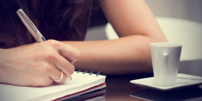 djevojčica piše