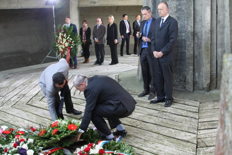 jasenovac, HNP polaźe vijenac za žrtve 42. do 51.