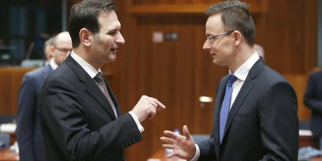 Ministar Miro Kovač u razgovoru s mađarskim kolegom Peterom Szijjartom