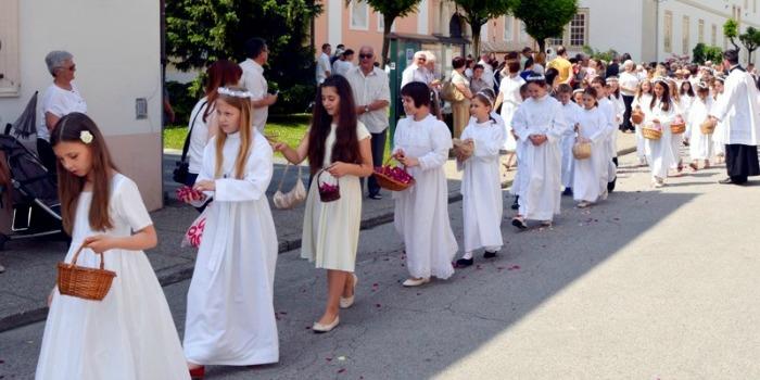 Tijelovo, procesija