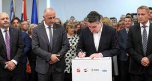 narodna-koalicija[, potpis ugovora
