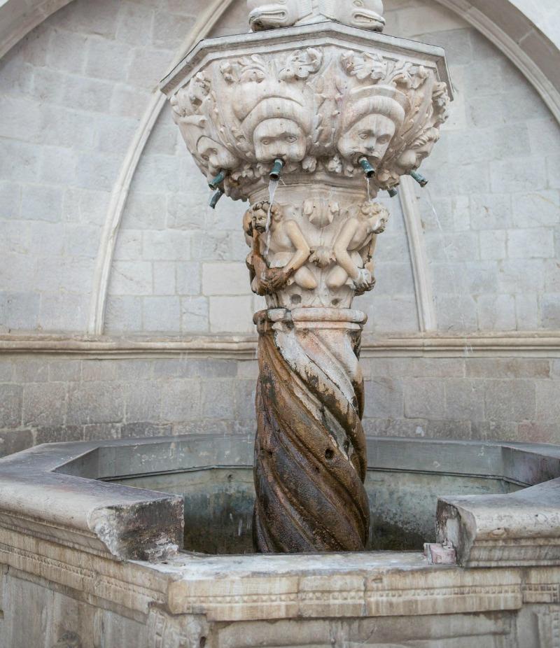 onofrijeva-fontana-2