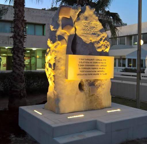 sv-vlaho-spomenik