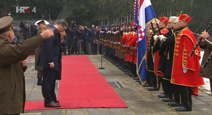 Image result for vučić poklonio hrvatskoj vojsci