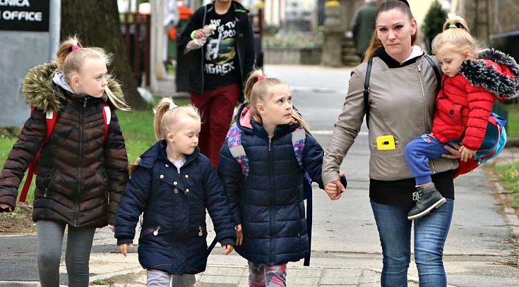 DIREKTORE, UBIJ SE! Majka 4 curice već 4 godine blokirana zbog dvije TV pretplate