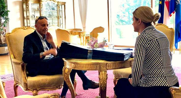 SVADLJIV JE I POLEMIČAN: Pročitajte kompletan intervju s Kolindom Grabar Kitarović iz Hrvatskog tjednika