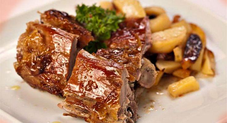 lamb on a spit, traditional, dalmatian, dish, www.zadarvillas.com