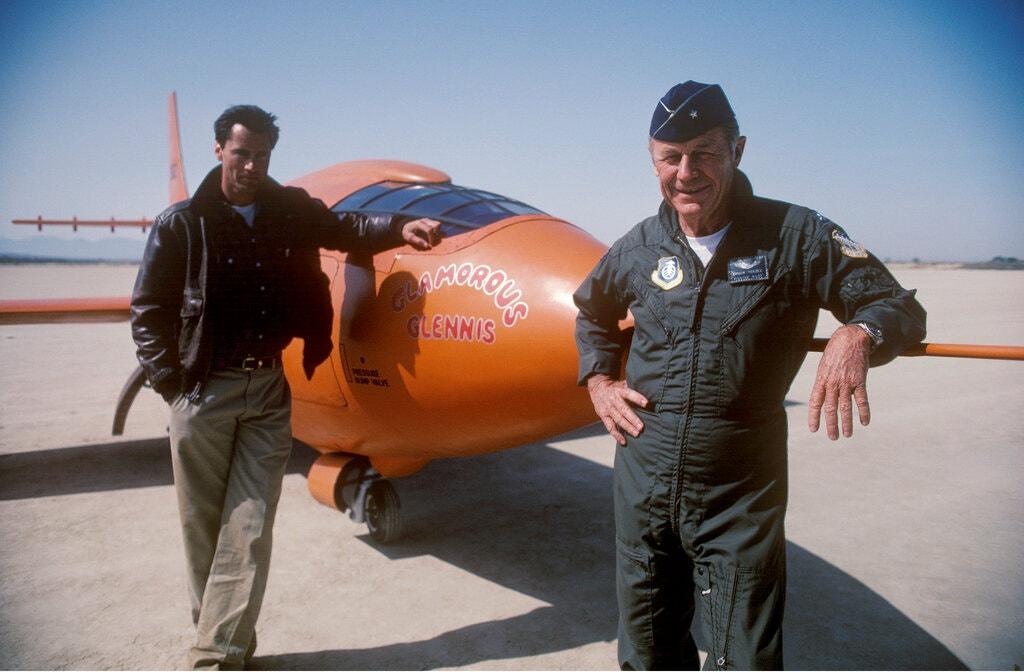 """Glumac Sam Shepard, lijevo, i general Yeager na snimanju filma """"The Right Stuff"""" iz 1983., u kojem je Shepard glumio generala Yeagera/ Foto:Warner Bros."""