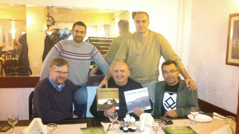 Zvonimir Despot s knjigama i Bojan Dimitrijević s majicom Prinz Eugen